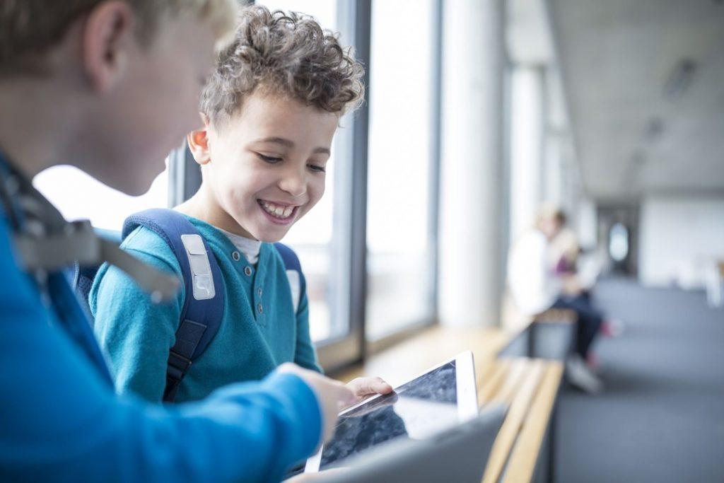 MS Primary children with ipad